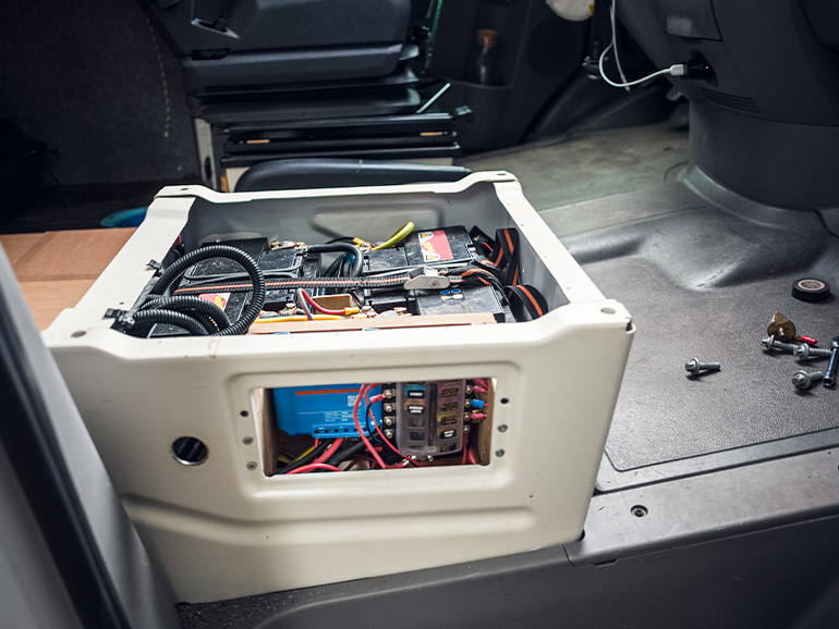 キャンピングカー の電装系