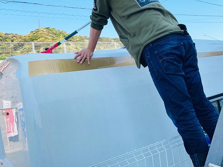 キャンピングカー 屋根上洗車