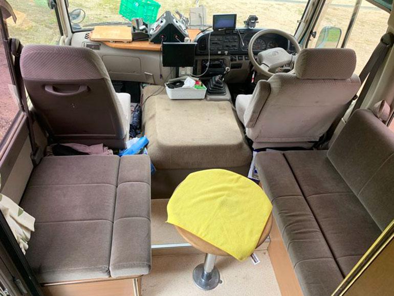 トヨタコースター 運転席