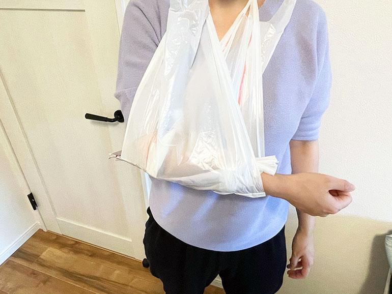 ポリ袋で三角巾・包帯の代用