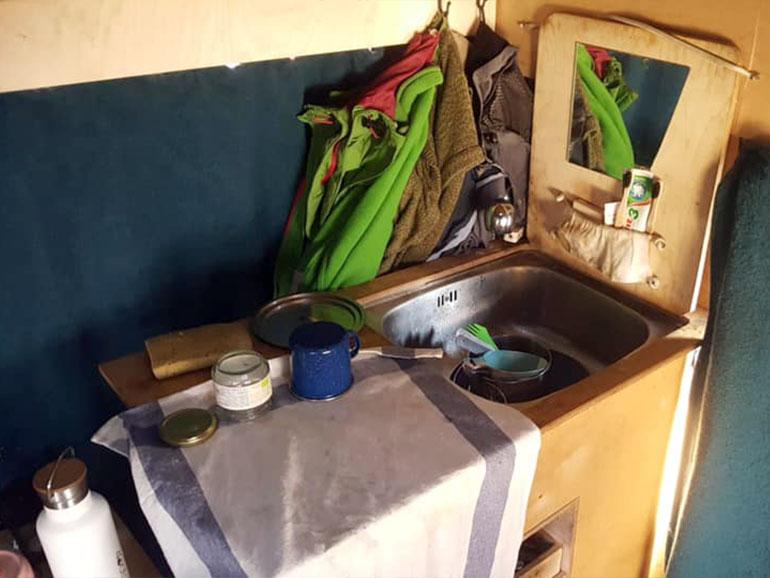車内 キッチン