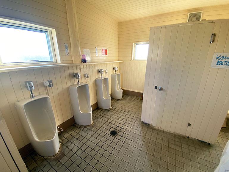 大間崎園地テントサイト トイレ2