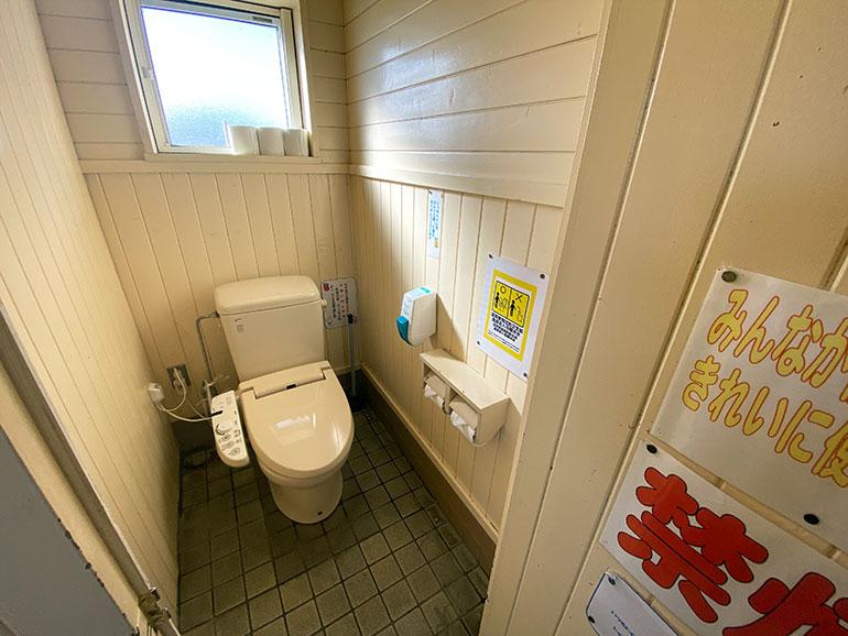 大間崎園地テントサイト トイレ3