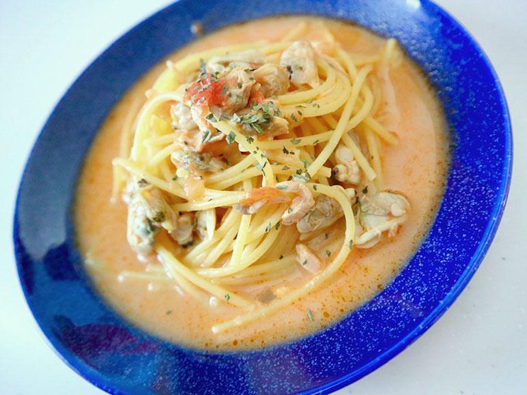 アサリの水煮缶とシーチキンのトマトスープパスタ