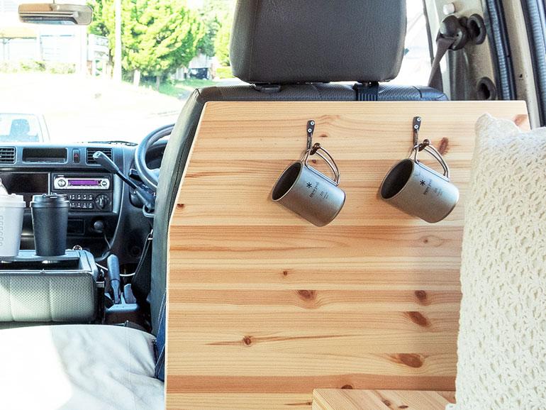 バンのシート背面を利用した収納