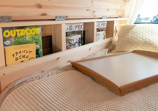 バンのベッドサイド収納