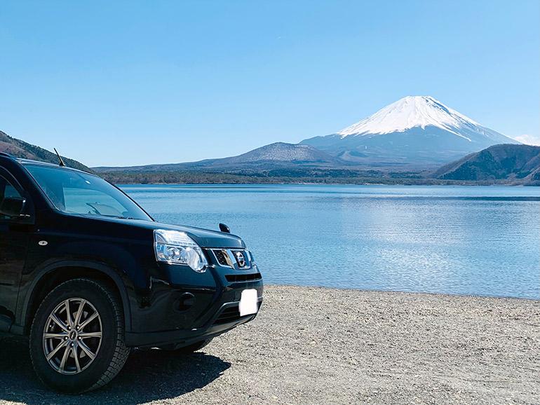 車と富士山
