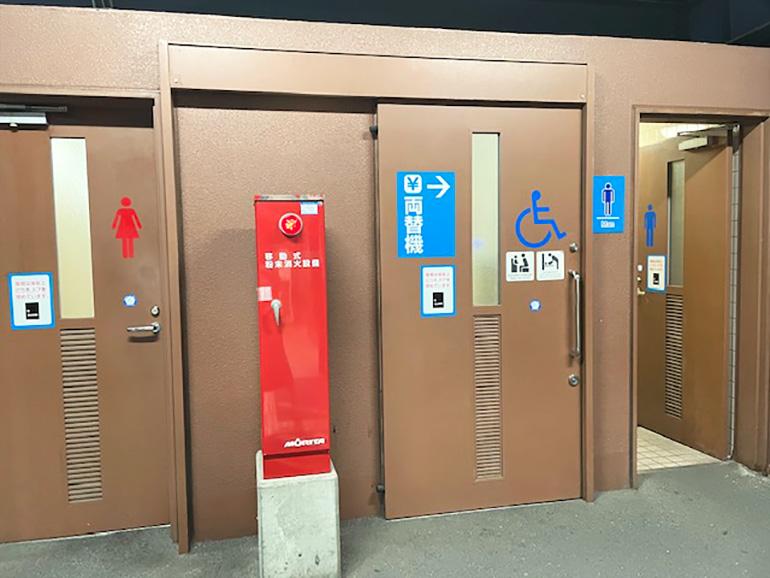立体駐車場のトイレ