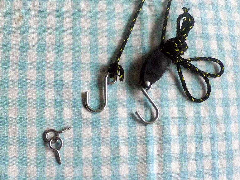 取り付ける材料フックとロープ