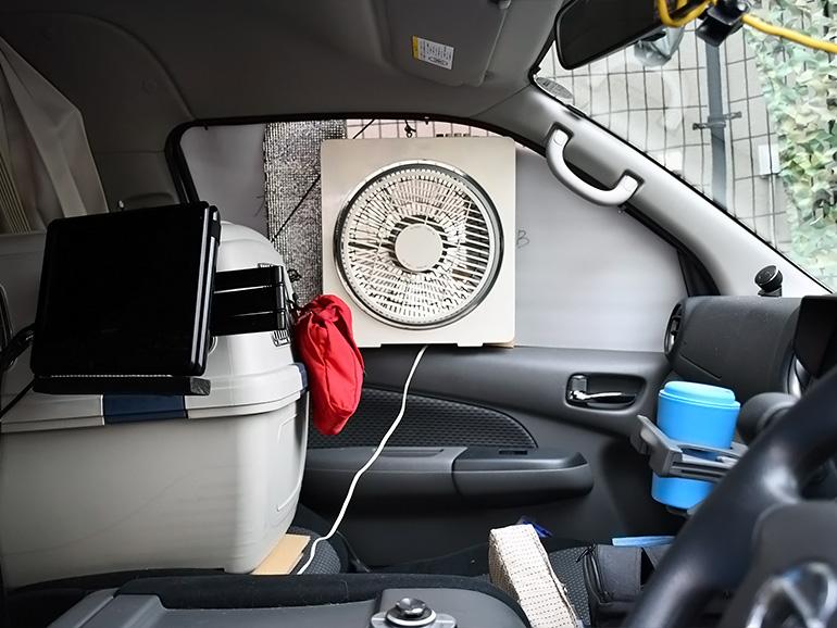 助手席に扇風機を設置