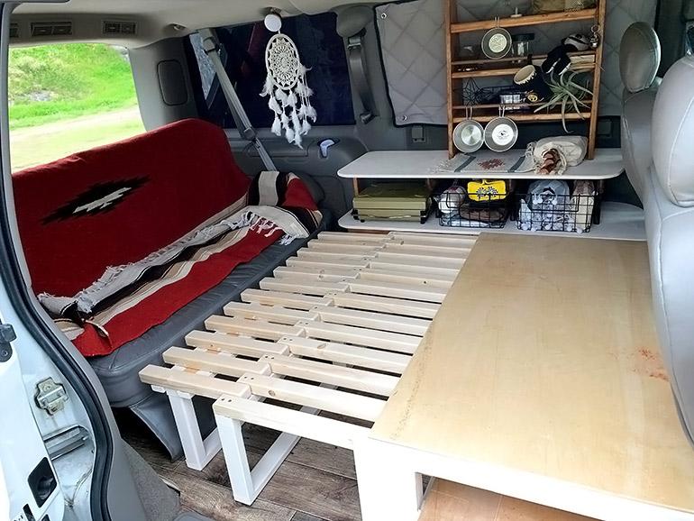 車中泊仕様車のベッド