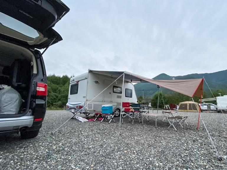 家族でのキャンプ風景