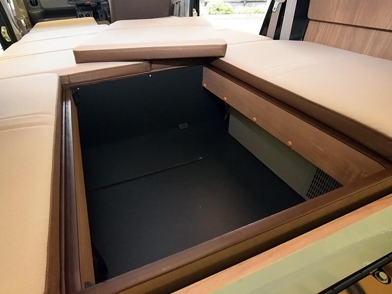 ベッド下の収納庫