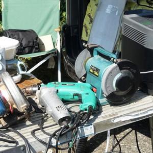 ポータブル電源に繋がった工具