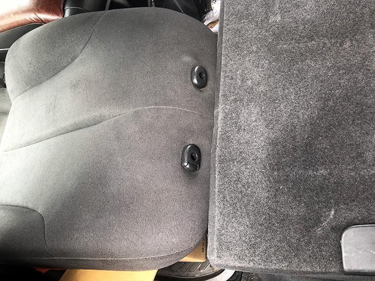 後部座席2