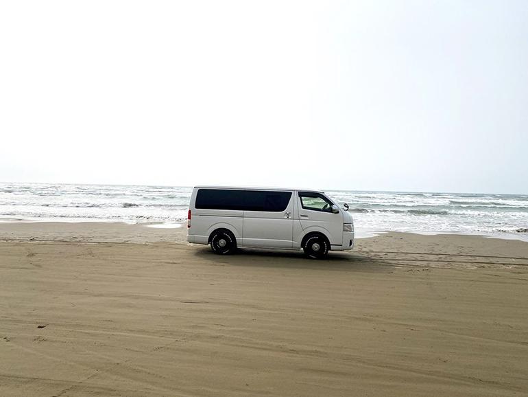 海辺 ハイエース