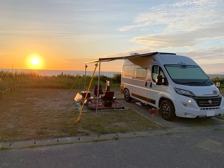 夕陽 キャンピングカー